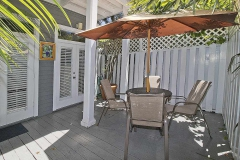 zekes-retreat-patio-key-west